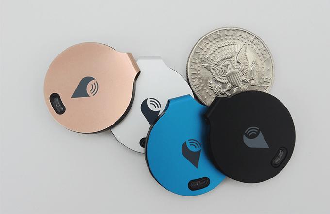 Den TrackR-Chip gibt es in vier Farben.